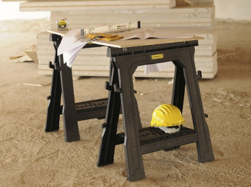 Ζεύγος πλαστικών καβαλέτων εργασίας με ρυθμιζόμενο ύψος, ανοιγόμενα πλευρικά και χώρο για να ακουμπήσετε εργαλεία